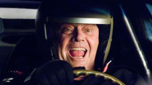 Jack Nicholson ajaa kilpa-autoa elokuvassa Nyt tai ei koskaan