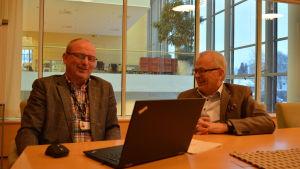 Optimas direktör Max Gripenberg och styrelseordförande Stefan Storholm (SFP)