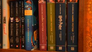 Harry Potter böcker i Jaanas bokylla.