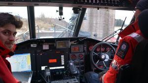 Ombord på en sjöräddningsfarkost.