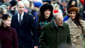 Den brittiska kungliga familjen lämnar kyrkan i Sandringham efter juldagens gudstjänst 25.12.2017.