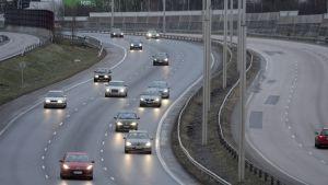 Returtrafik på Lahtisleden vid Helsingfors på annandag jul