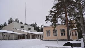 Ruusulehto skola i Jakobstad är indragningshotad