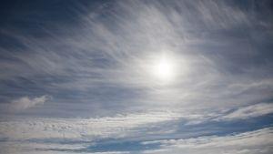 Pilviä ja sinistä taivasta