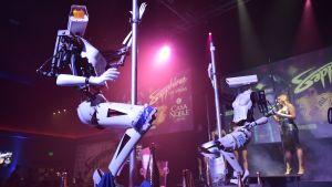 Robot dansar på stripteaseklubb i Las Vegas.
