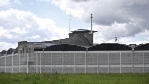 Salah Abdeslam hålls isolerad, under konstant bevakning i ett fängelse i norra Frankrike