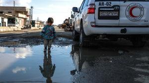 FN har länge klagat över hur svårt det är att få in hjälp till 400 000 belägrade civila i Ghouta