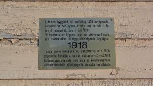 Minnesplatta över fånglägret i Nykarleby