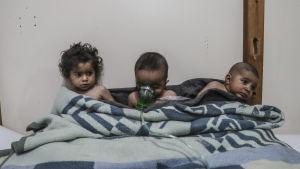 Minst 18 människor, flera av dem barn, togs in för vård efter misstankar om att de hade utsatts för klorgas
