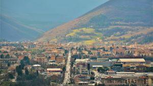 Vy över Fabriano i Italien