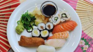 sushi-annos lautasella