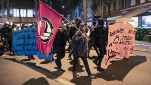 Demonstranter tågade i protest mot Bannons besök i Zürich i början av veckan.