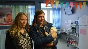 Föräldrar med nyfött barn.