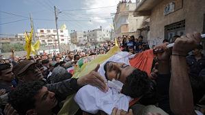 14 av de 16 dödsoffren begravdes på lördagen i Gaza