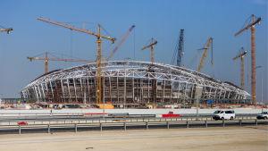 Stadionbyggen i Qatar har kritiserats på grund av undermåliga förhållanden för arbetarna.