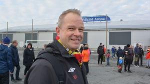 Stefan Olli vid Pedersöre Activity Center driver bollhallsprojektet i Bennäs