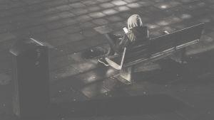 person på bänk