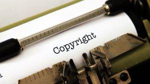 """Skrivmaskinsvals med texten """"Copyright"""""""