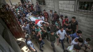 Minst 46 palestinier har skjutits ihjäl sedan Gazaprotesterna mot Israel och USA började den 30 mars