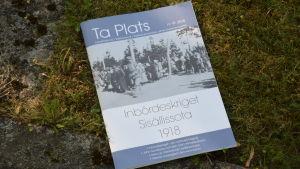 Tidskrift med titeln Ta Plats som handlar om Inbördeskriget 1918.