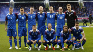 Islands startelva poserar inför VM-uppladdningen mot Norge.