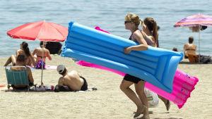 Människor på strand i Malaga, Spanien