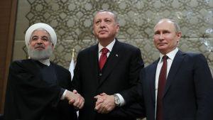 Irans president Hassan Ropuhani, Turkiets president Recep Tayyip Erdoğan och Rysslands president Vladimir Putin i Ankara den 4 april 2018.
