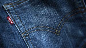 Levi's jeans - foto på fickan med varumärket.