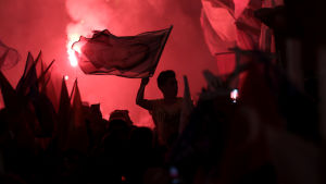 Presidentens anhängare jublade i Istanbul efter segerbeskedet från valkommissionen
