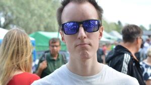 markus lappi. han bär solglasögon.