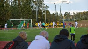 Bild från matchen när Finland möter Sverige i Sibbo. Fotboll.