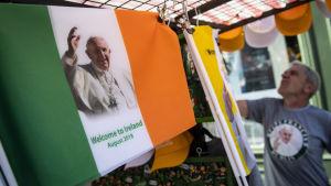 Franciskus tros inte få ett så entusiatiskt mottagande som Johannes Paulus den andre år 1979 då tre fjärdedelar av irländarna såg påven med egna ögon