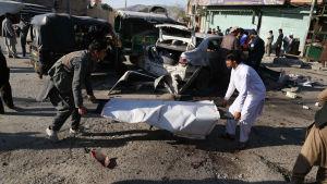 Haqqani-gruppen har utfört många blodiga terrorattacker i Afghanistan. Jalauddin Haqqani började tidigt använda självmordsbombare, något som terrorgrupper över hela världen har tagit modell efter