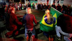 Anhängare till Jair Bolsonaro höll en vaka i centrum av Sao Paulo efter attacken mot Bolsonaro.