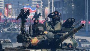 Stridsvagnar under militärparaden i Pyongyang 9.9.2018.