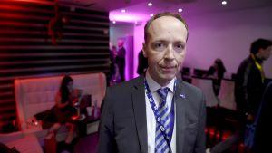 Jussi Halla-aho poserar på Sverigedemokraternas valvaka i Stockholm, 9 september 2018