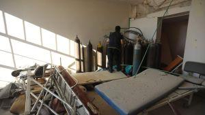 Ett bombat sjukhus i Idlib.