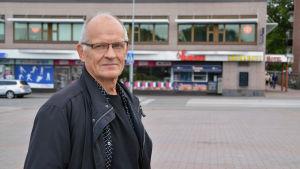 Eero Löytönen på Borgå torg.