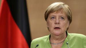 Tysklands förbundskansler Angela Merkel i närbild.