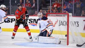 Mikko Koskinen hade ingen lyckad försäsongsdebut mot Calgary.