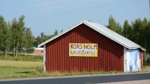"""Skylt vid en väg som det står """"Korsholm självständigt"""" på"""