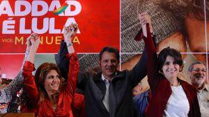 Arbetarpartiets kandidat, Sao Paulos förre borgmästare Fernando Haddad tillsammans med sin fru Ana Estela (till vänster) och vicepresidentkandidaten Manuela Davila