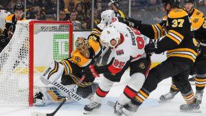 Tuukka Rask står i mål för Boston