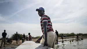 David Ekuwam Lokai har bott nära Turkanasjön i hela sitt liv, och sett hur den småningom blir mindre. Experter tror att den småningom kommer att delas upp och bli två mindre sjöar.