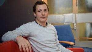 Mathias Brunnsberg är styrelseordförande i Uplus-företaget som erbjuder privat undervisning mot betalning.