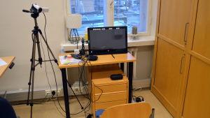 Patienten och läkaren har hela tiden kontakt med varandra via skärmen.