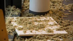 isoleringsmaterial ligger på golvet