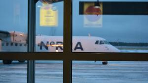 Flygbolaget Norra sköter inrikestrafiken från Karleby-Jakobstad flygplats