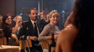Mikhail och Tanya på bröllopsfest.