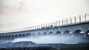 Stora bältbron är avstängd på grund av olyckan.